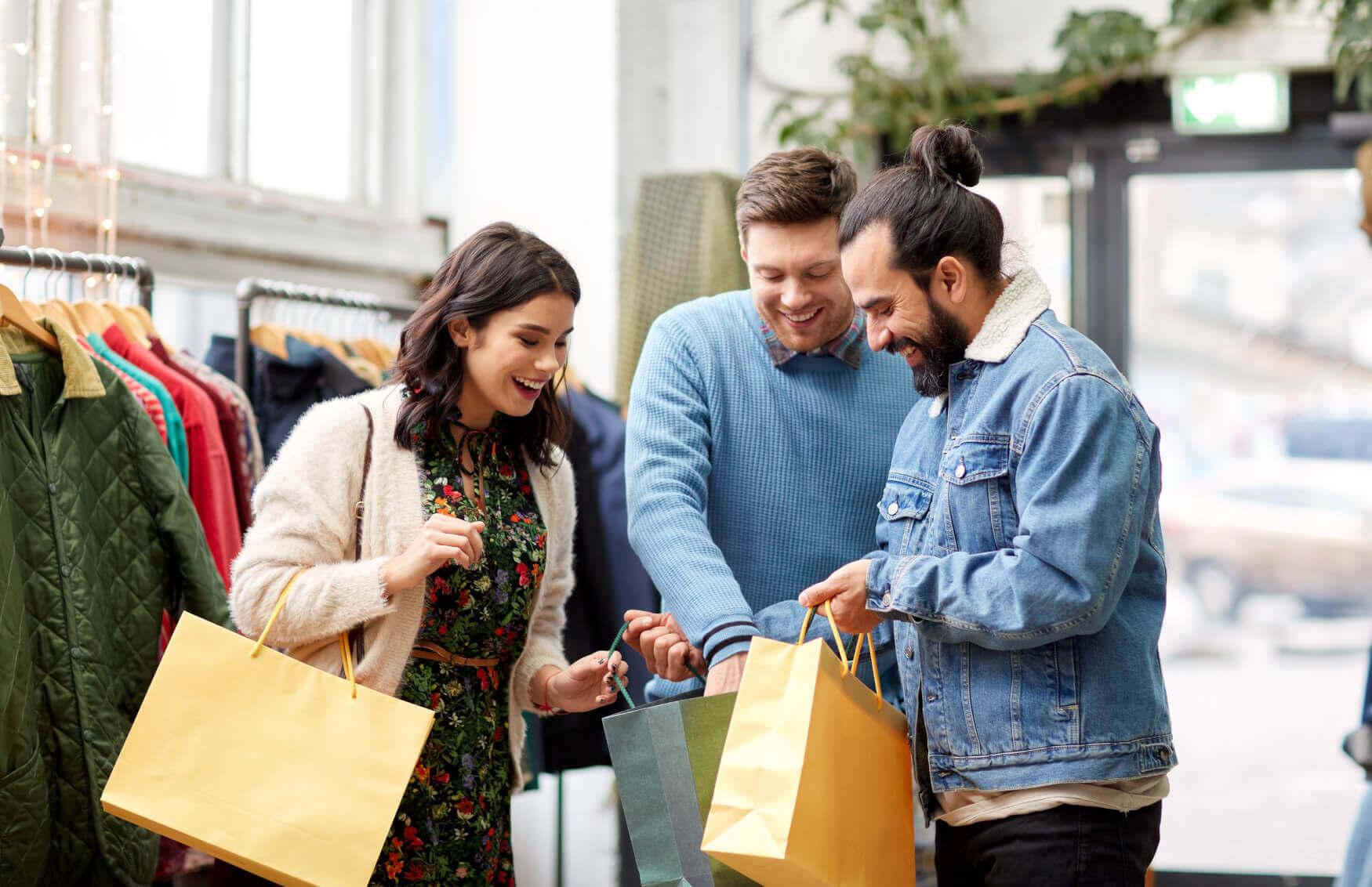 Freunde-Beim-Einkaufen-Shoppen-2